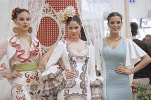 Un vestido de flamenca realizado con fundas nórdicas de @IKEA_Spain ¿es posible? #sevillahoy